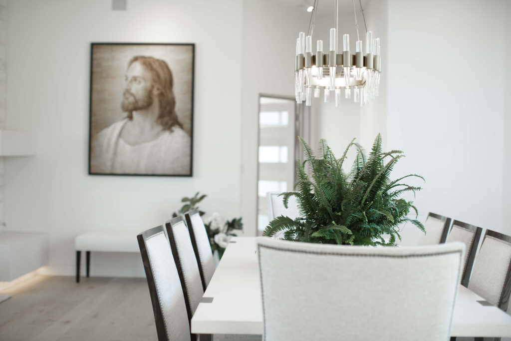 2020 Utah Valley Parade of Homes, Golden Summit, Summit Creek, Beartooth Holding & Construction, Dining room, White dining chair, White dining table, Chandelier, White bench