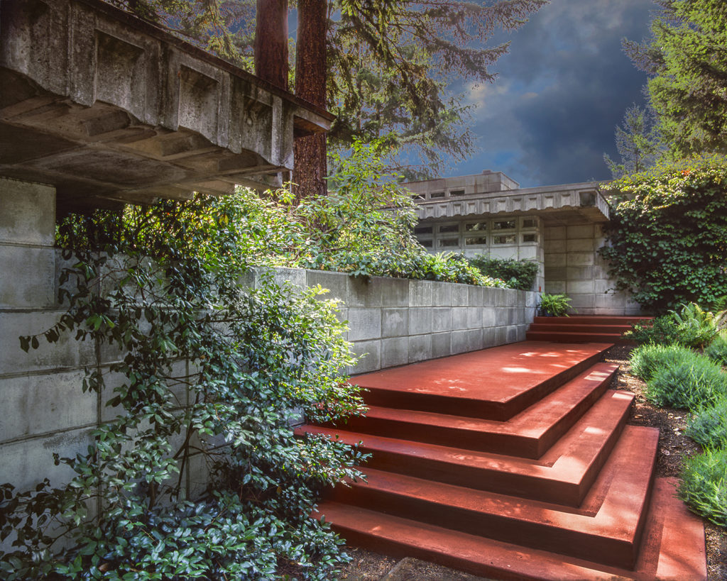 Frank Lloyd Wright home entrance with Cherokee red concrete stairs and terrace